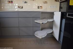 Bucatarie PicoMob mdf vopsit organizare in colt magic corner sistem tavi extractibile cu amortizare la inchidere