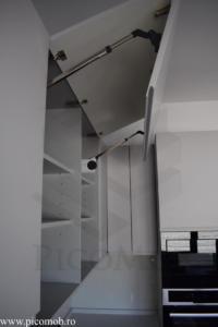 Bucatarie PicoMob sistem ridicare verticala a usilor mdf vopsit accesibilitate maxima blat cuart