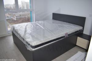 Mobila dormitor PicoMob pat cu somiera rabatabila gri diamant bej bumbac noptiere