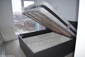 Mobila dormitor PicoMob pat cu somiera rabatabila si depozitare sub pat gri pat