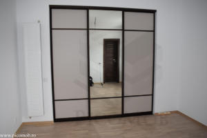 Mobila dormitor dressing walk in PicoMob usi glisante cu oglinda PAL a door hafele bronz mat