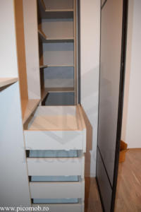 Mobila dormitor dressing walk in PicoMob usi glisante cu oglinda PAL sertare tandem amortizare blum