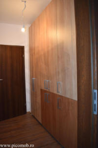 Mobila dressing dormitor PicoMob depozitare haine impachetate sertare lenjerie stejar nebraska natur stejar kendal cognac manere aluminiu