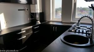 Bucatarie-all-in-black-PicoMob-mobilier-organizat-si-frumos-sertare-cu-amortizare-negru-lucios-calitate-garantie-mare
