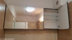 Mobila baie mica organizata oglinda utila bej capuccino culori minunate sticla polite asezate frumos mdf grafit sidefat lucios