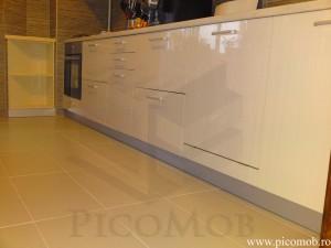 PicoMobilier-Bucatarie-White-Maple-MDF-Lucios-organizare-amortizare-rezistenta-garantie-mare